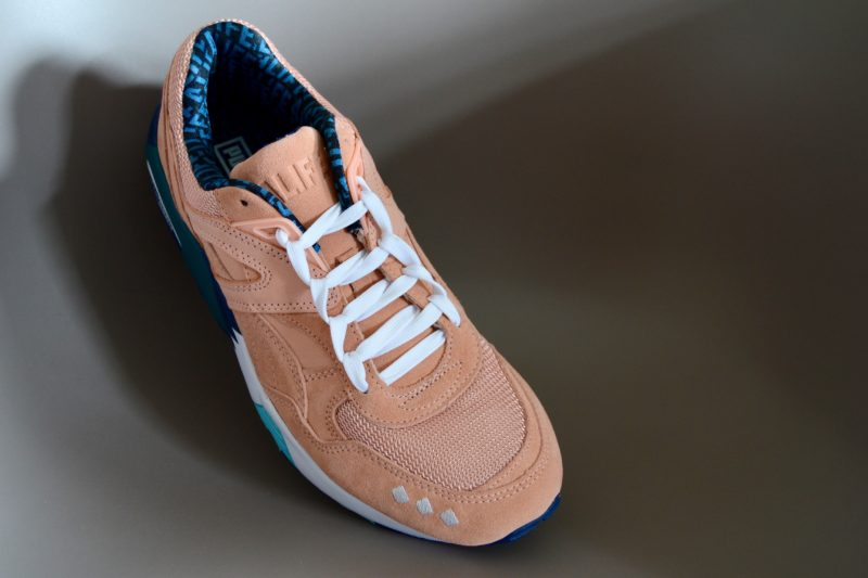 Beispiel am Puma R698 X Alife in Peach Bud/Lyons Blue.