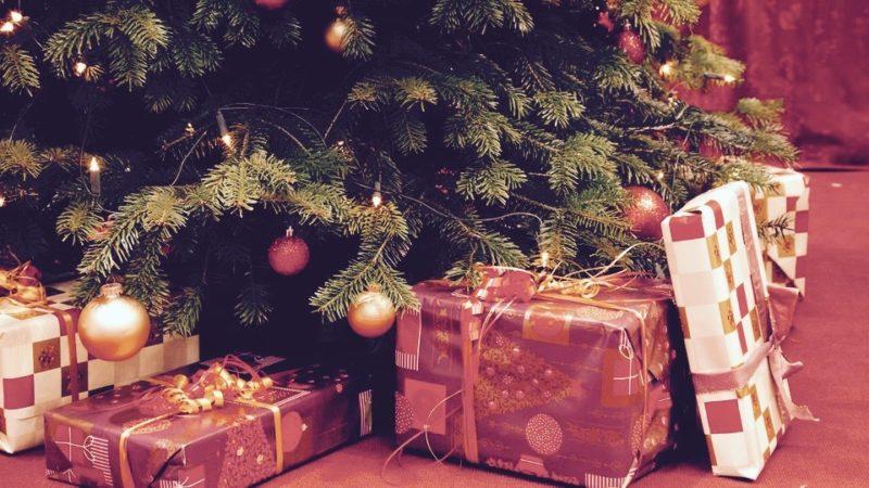 geschenkeuntermweihnachtsbaum100_v-ARDFotogalerie (1)
